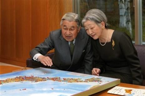 Lempereur Akihito fête ses 78 ans.