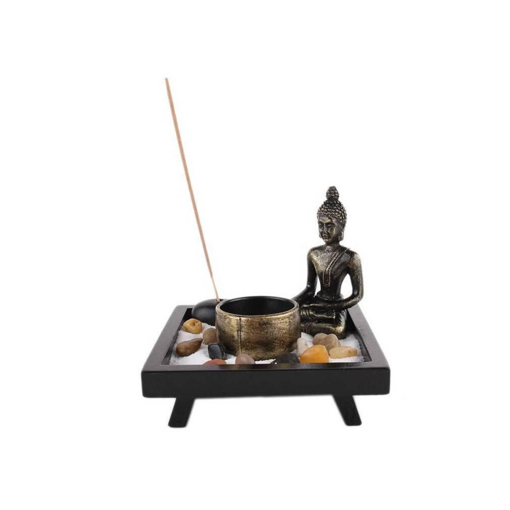 Jardin zen japonais avec son sable blanc et ses petits galets for Jardin japonais zen avec galets et bougies