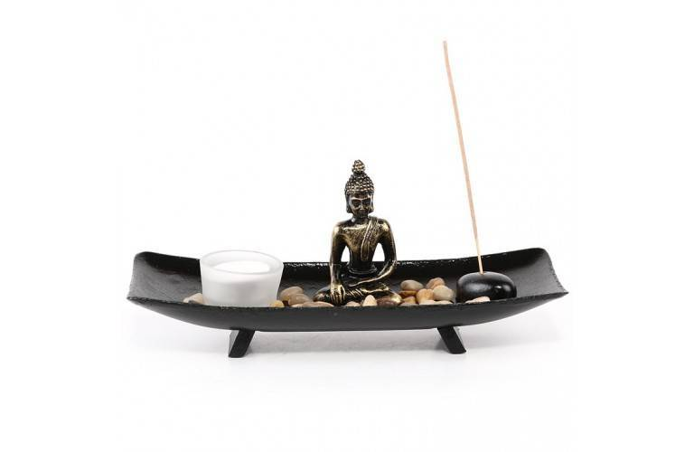 plateau japonais zen avec une statuette de bouddha. Black Bedroom Furniture Sets. Home Design Ideas